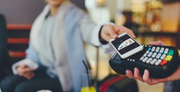 Thinking about making your business cashless? Here's the pros and cons